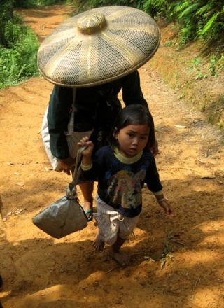 Anak Baduy Dalam bersama ibunya