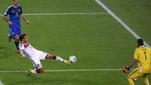 Jerman Mario-Gotze-Goal-Moment