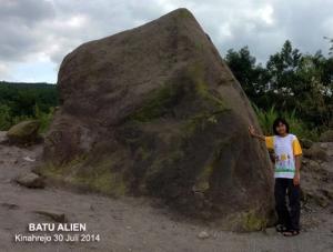 Batu Alien Kinahrejo Cangkringan