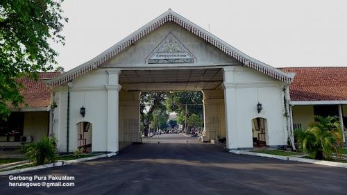 Pakualam Gerbang
